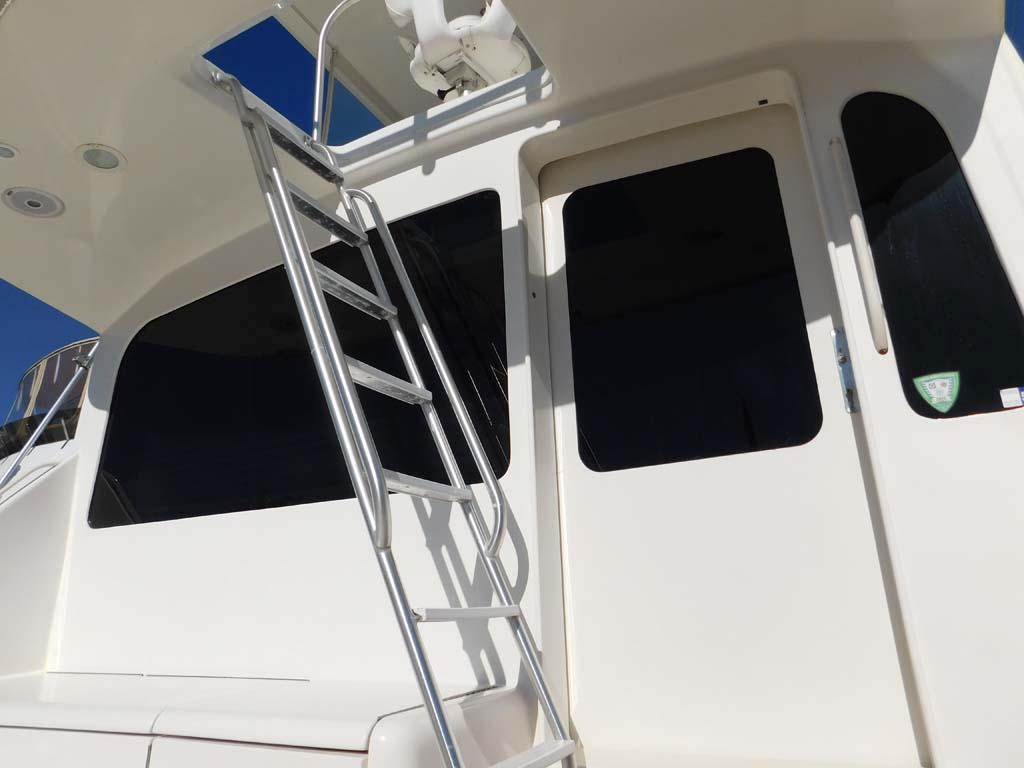Access from Flybridge to Cockpit