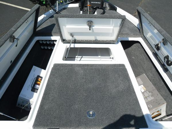 2021 Phoenix boat for sale, model of the boat is 721 ProXP & Image # 17 of 34