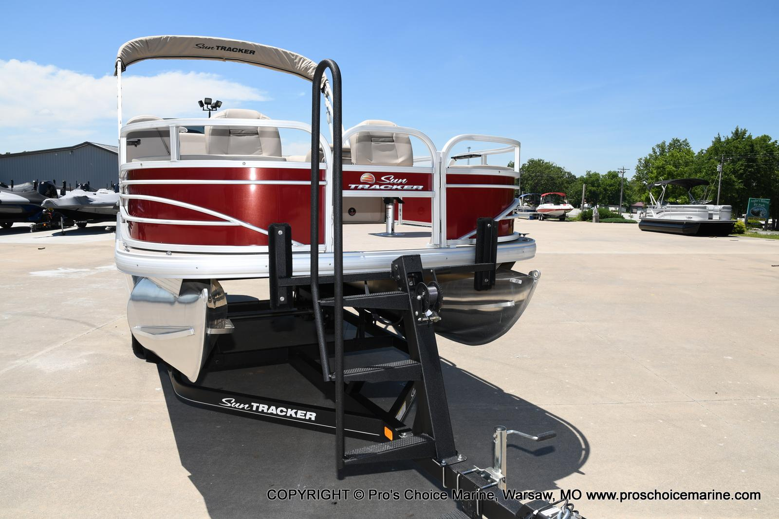 2021 Sun Tracker boat for sale, model of the boat is Fishin' Barge 20 DLX & Image # 2 of 50