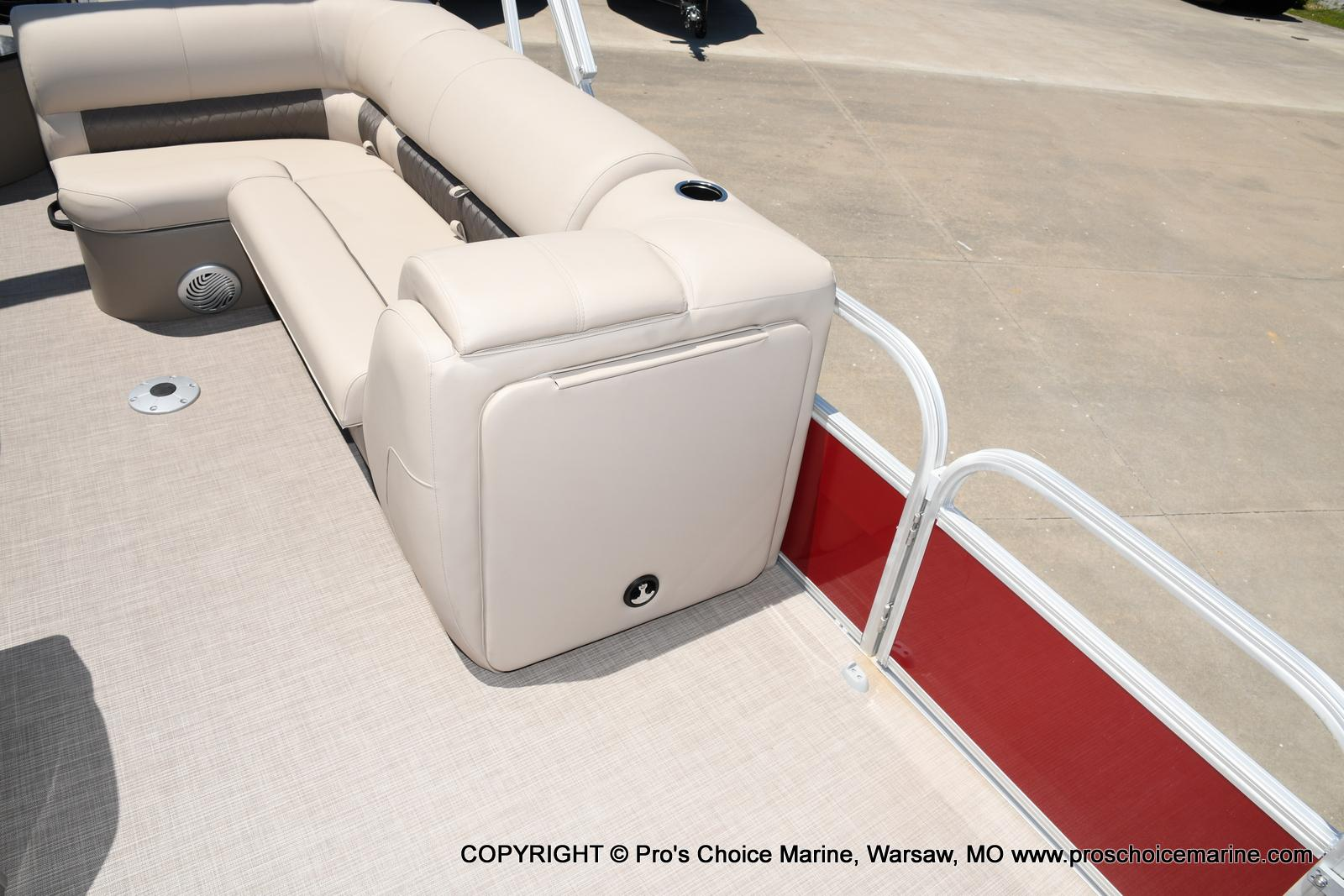 2021 Sun Tracker boat for sale, model of the boat is Fishin' Barge 20 DLX & Image # 27 of 50