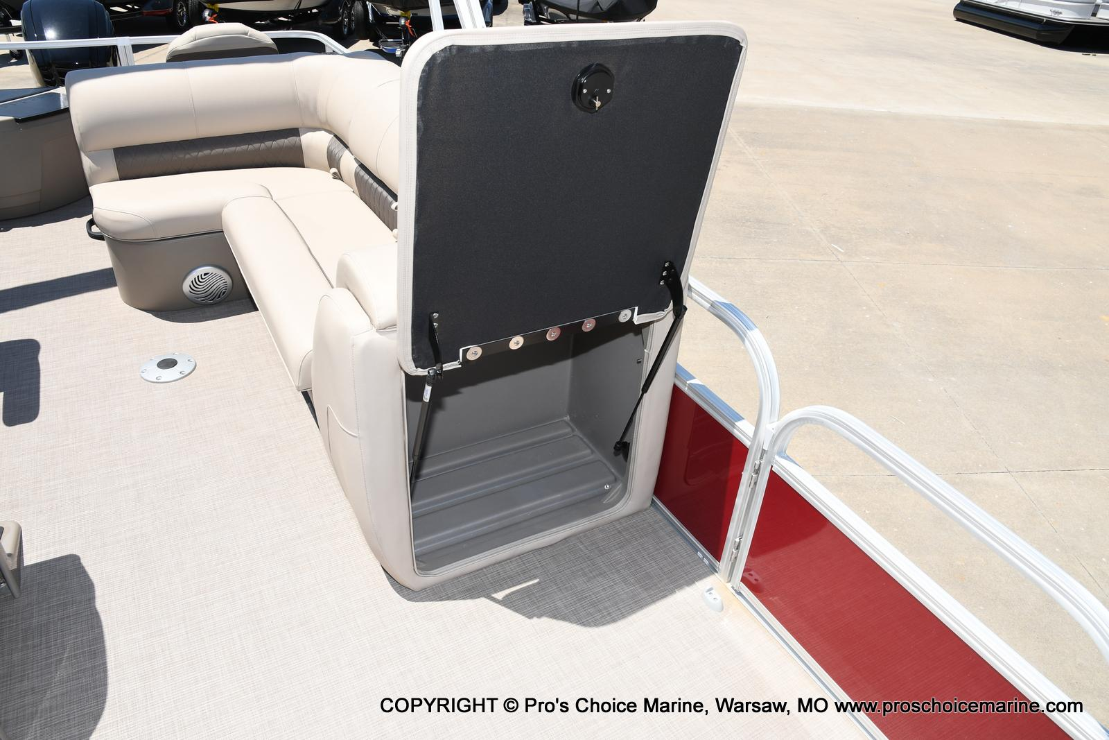 2021 Sun Tracker boat for sale, model of the boat is Fishin' Barge 20 DLX & Image # 42 of 50