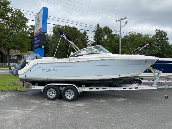 2018 ROBALO R227 for sale