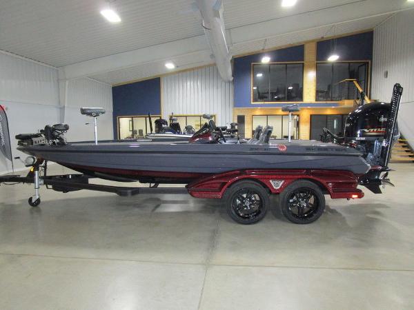 2021 Skeeter boat for sale, model of the boat is FXR21 Limited & Image # 1 of 50