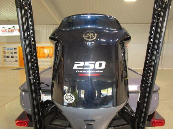 2021 Skeeter boat for sale, model of the boat is FXR21 Limited & Image # 16 of 50