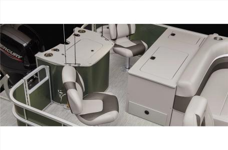 2021 Bennington boat for sale, model of the boat is 20 SLX & Image # 2 of 21