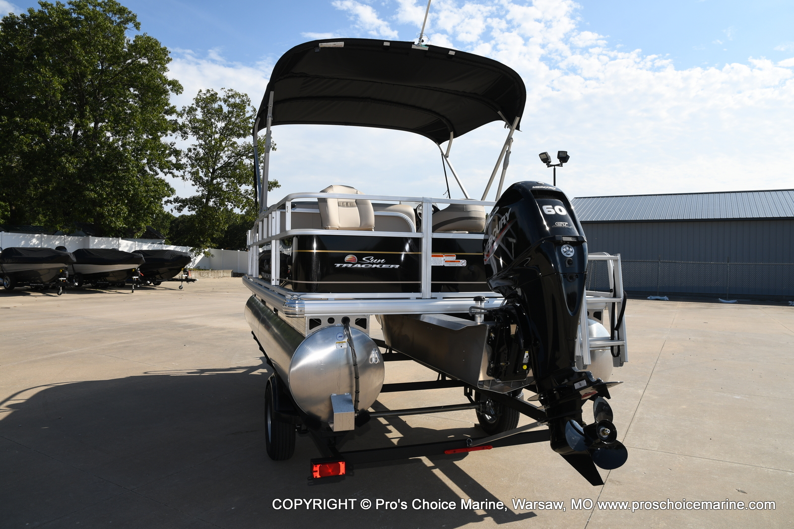 2021 Sun Tracker boat for sale, model of the boat is Bass Buggy 18 DLX & Image # 13 of 46