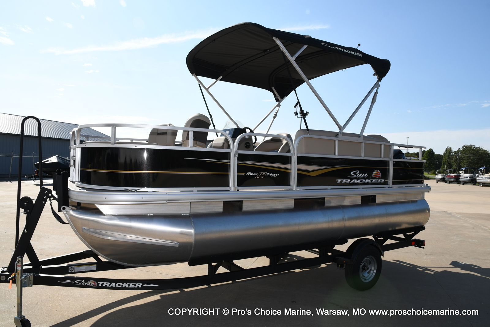 2021 Sun Tracker boat for sale, model of the boat is Bass Buggy 18 DLX & Image # 15 of 46