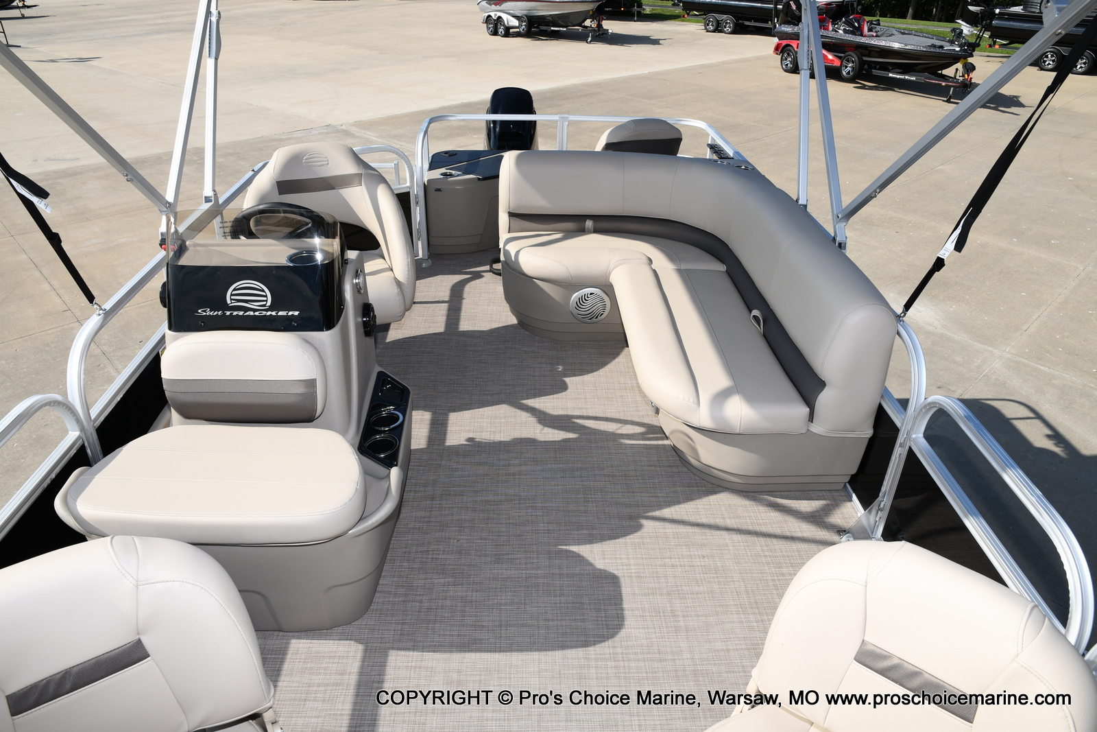 2021 Sun Tracker boat for sale, model of the boat is Bass Buggy 18 DLX & Image # 6 of 46