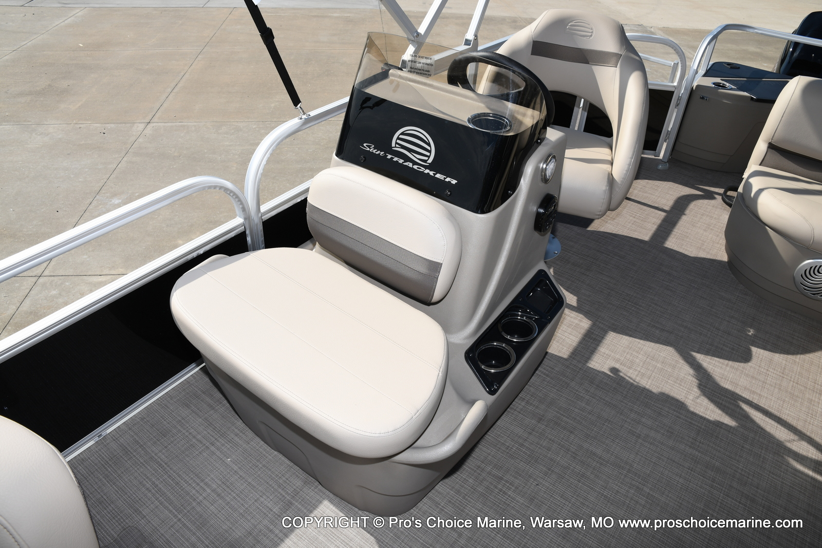 2021 Sun Tracker boat for sale, model of the boat is Bass Buggy 18 DLX & Image # 18 of 46