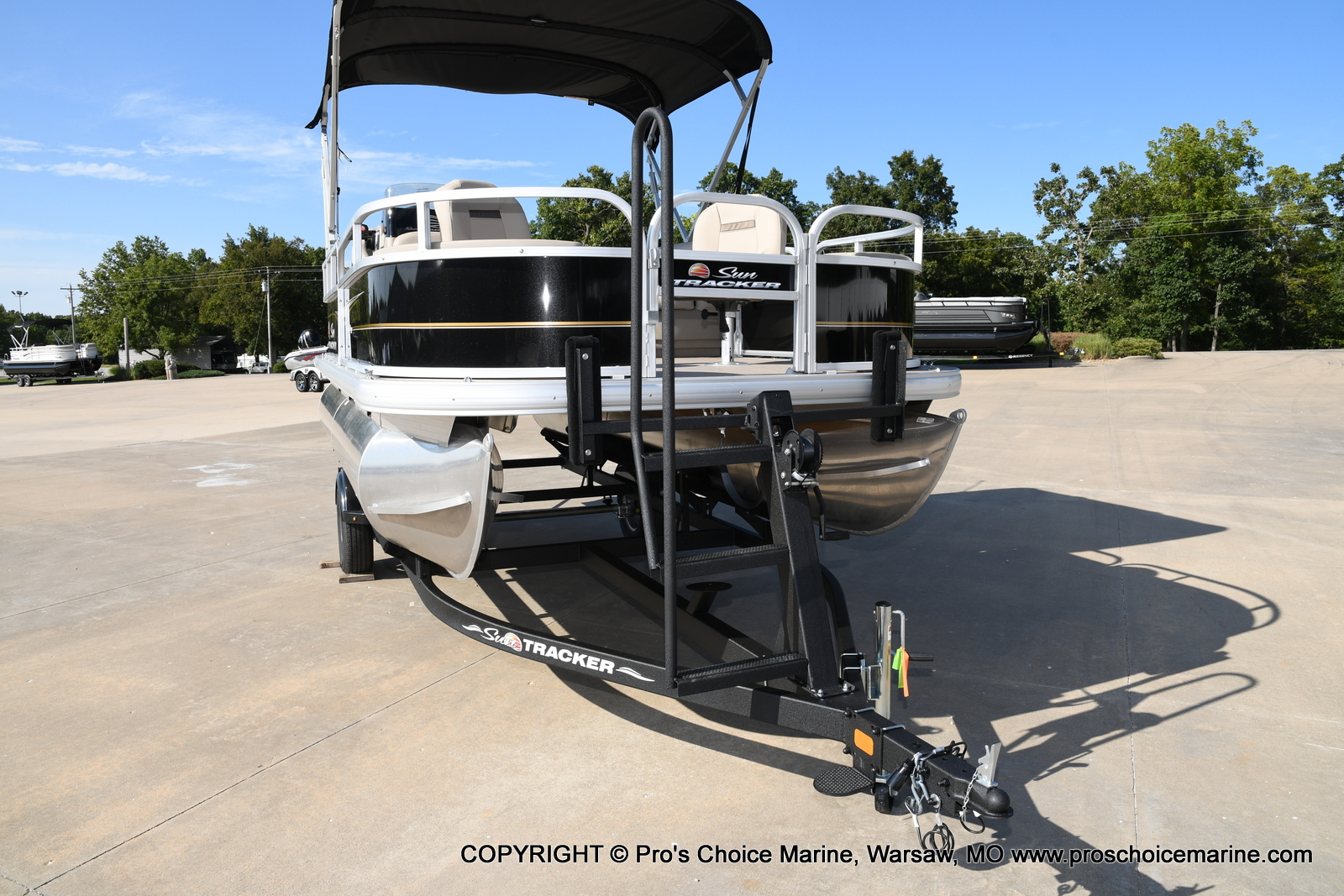 2021 Sun Tracker boat for sale, model of the boat is Bass Buggy 18 DLX & Image # 27 of 46