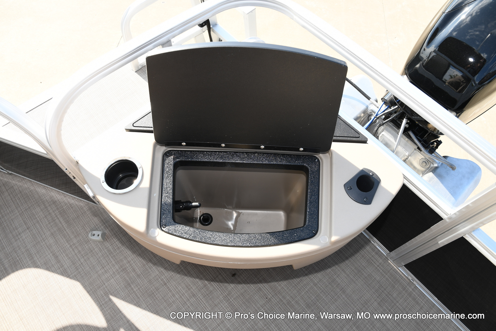 2021 Sun Tracker boat for sale, model of the boat is Bass Buggy 18 DLX & Image # 31 of 46