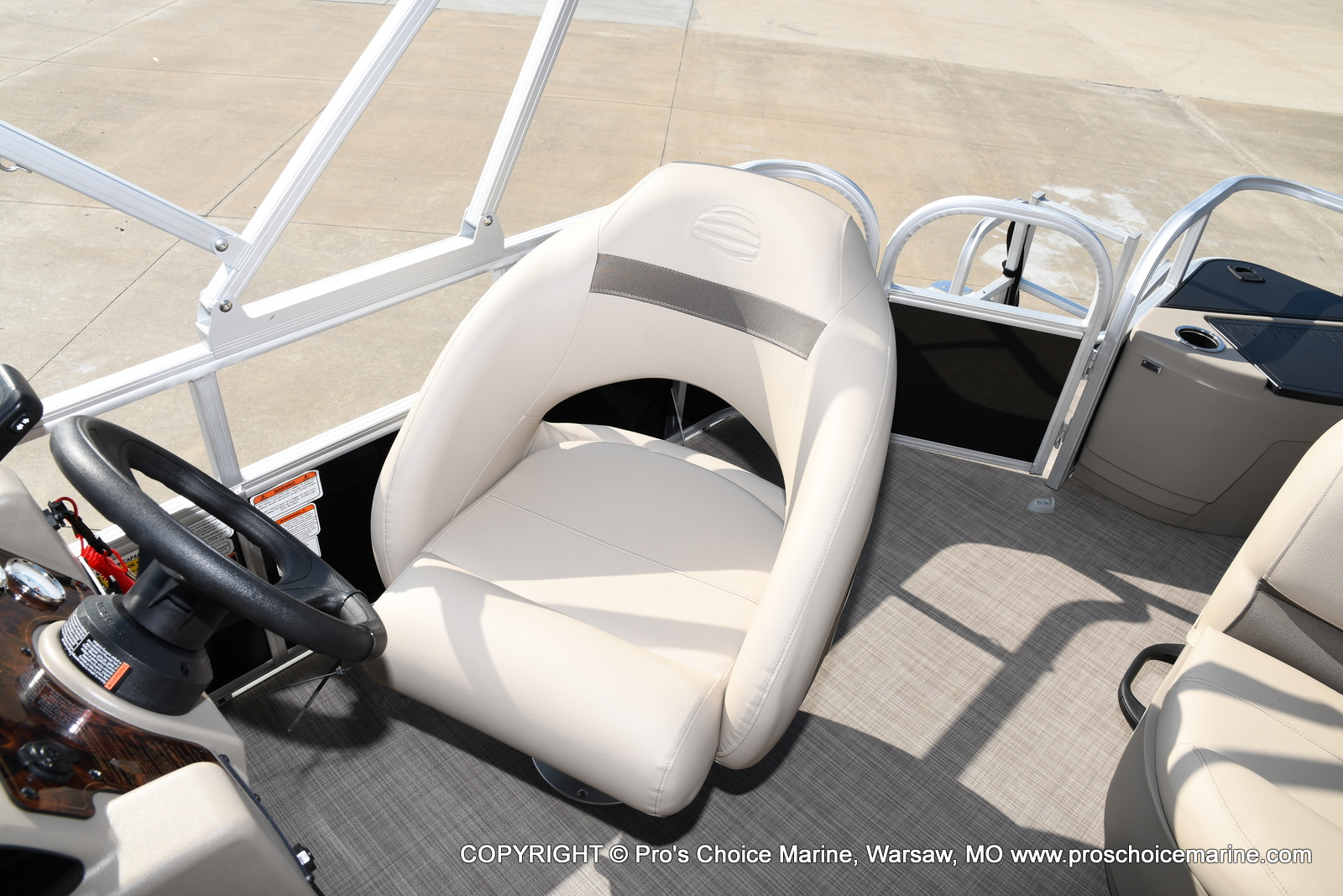 2021 Sun Tracker boat for sale, model of the boat is Bass Buggy 18 DLX & Image # 36 of 46