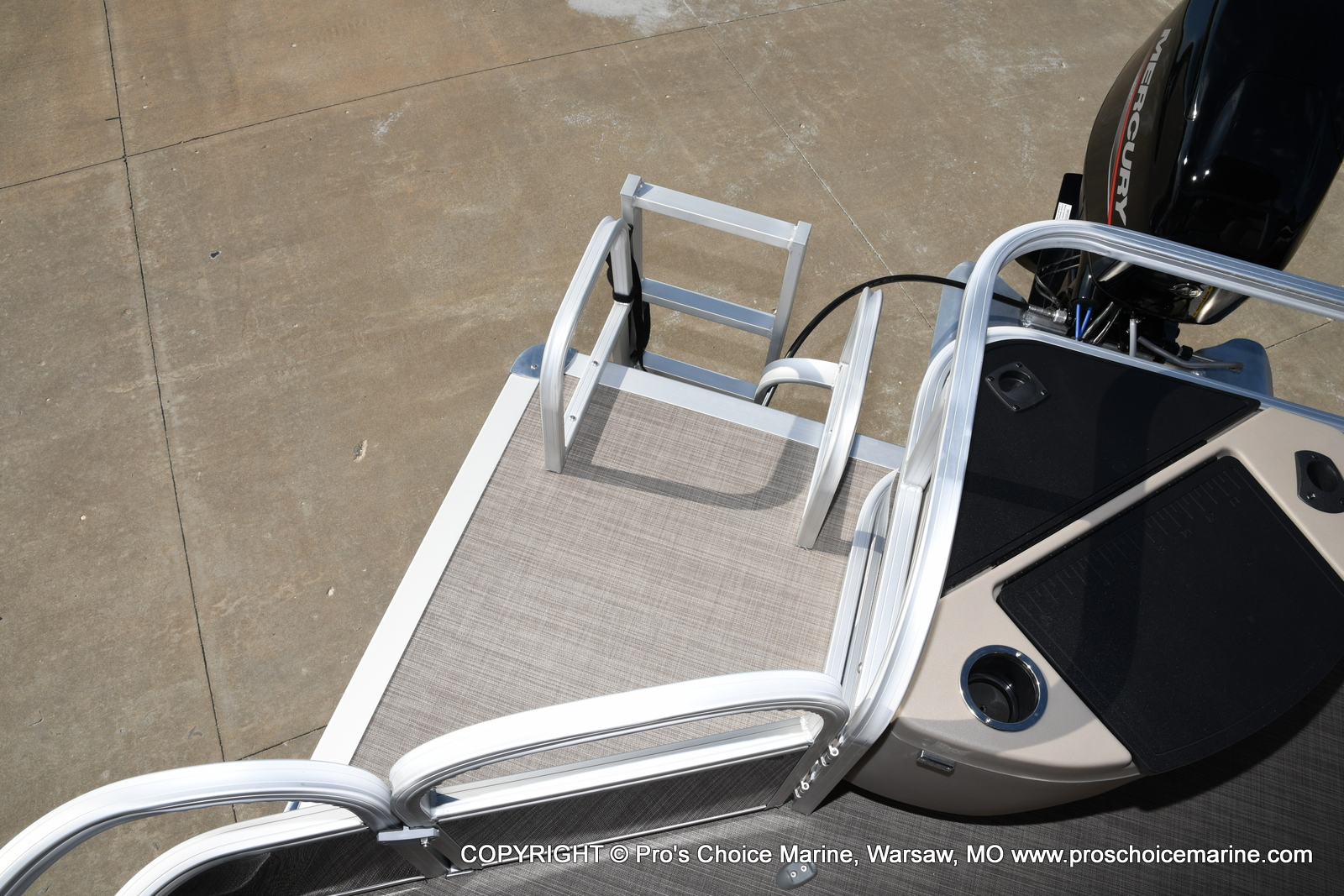2021 Sun Tracker boat for sale, model of the boat is Bass Buggy 18 DLX & Image # 38 of 46