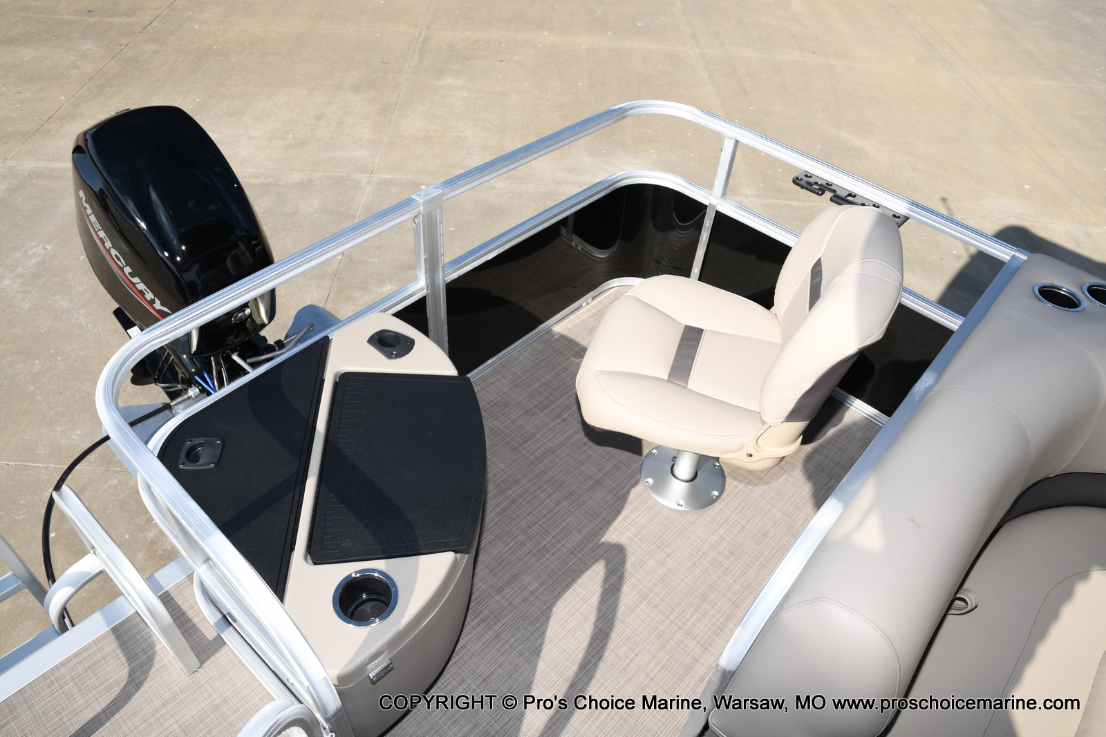 2021 Sun Tracker boat for sale, model of the boat is Bass Buggy 18 DLX & Image # 39 of 46