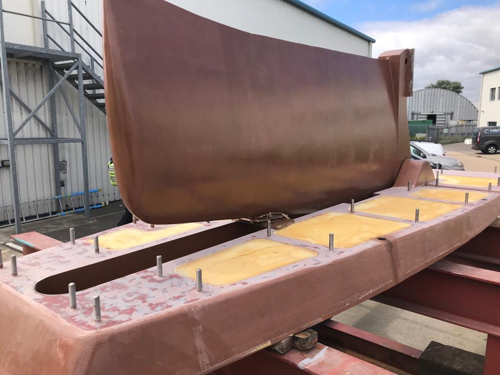 Swing keel and grounding plate