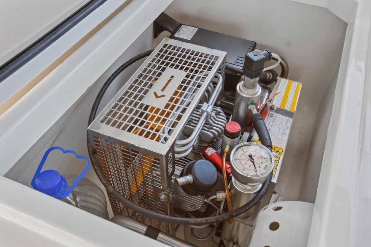 Dive Compressor in cockpit