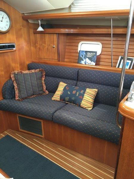 Starboard side settee in salon