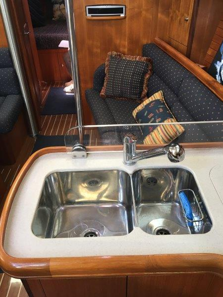 Double sinks and splash guard