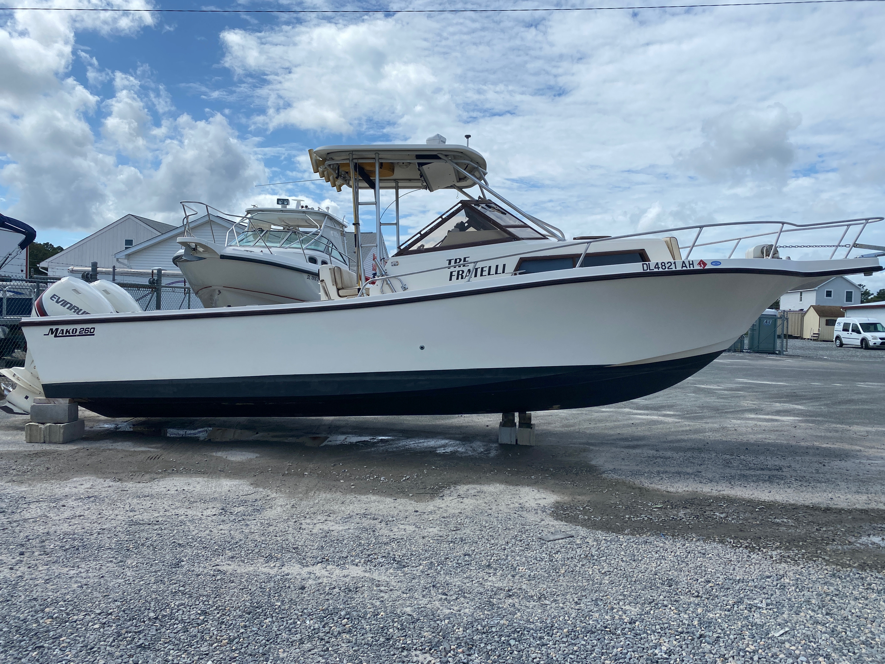 1998 Mako boat for sale, model of the boat is 260 Walkaround & Image # 10 of 15