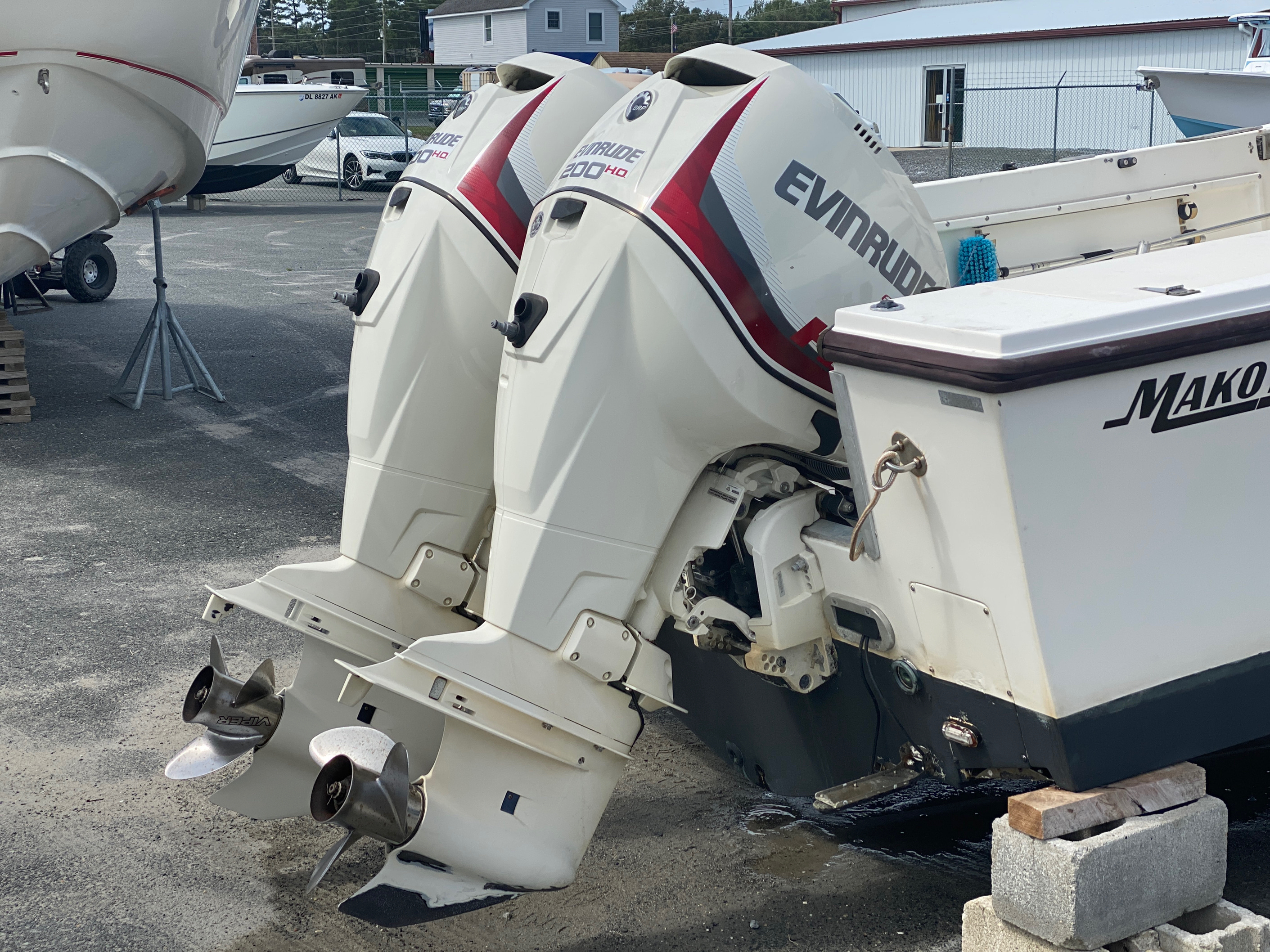 1998 Mako boat for sale, model of the boat is 260 Walkaround & Image # 7 of 15