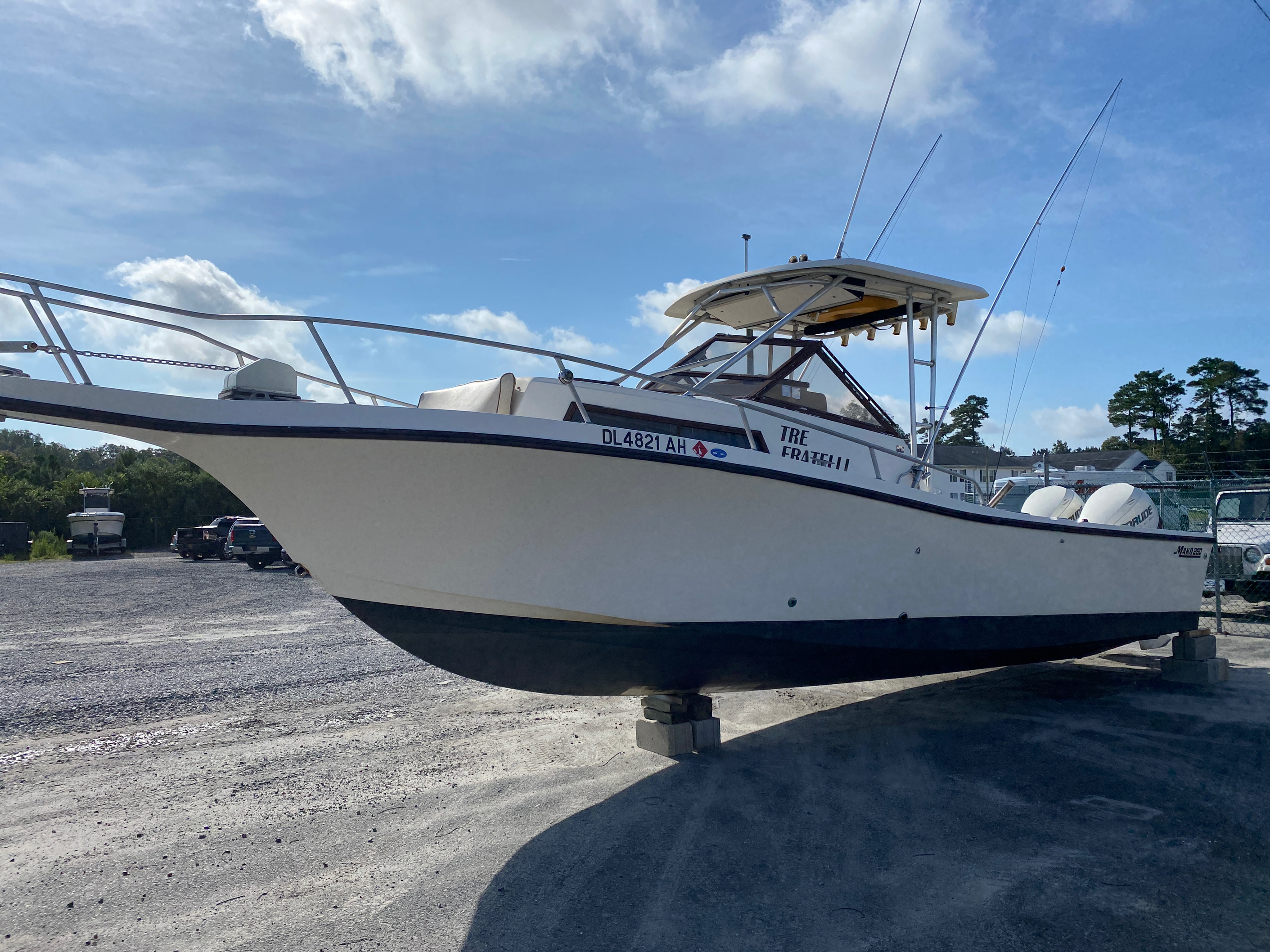1998 Mako boat for sale, model of the boat is 260 Walkaround & Image # 1 of 15