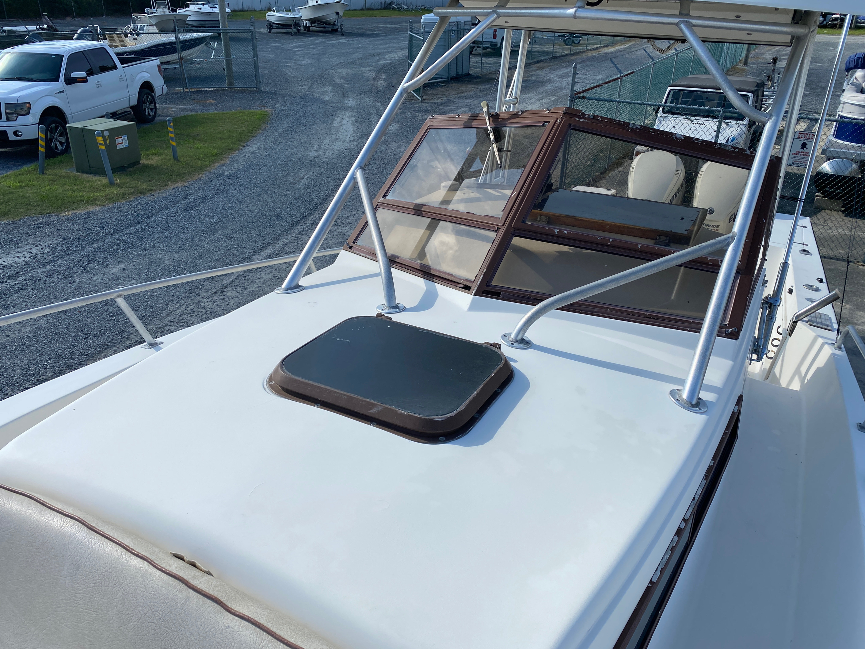1998 Mako boat for sale, model of the boat is 260 Walkaround & Image # 2 of 15