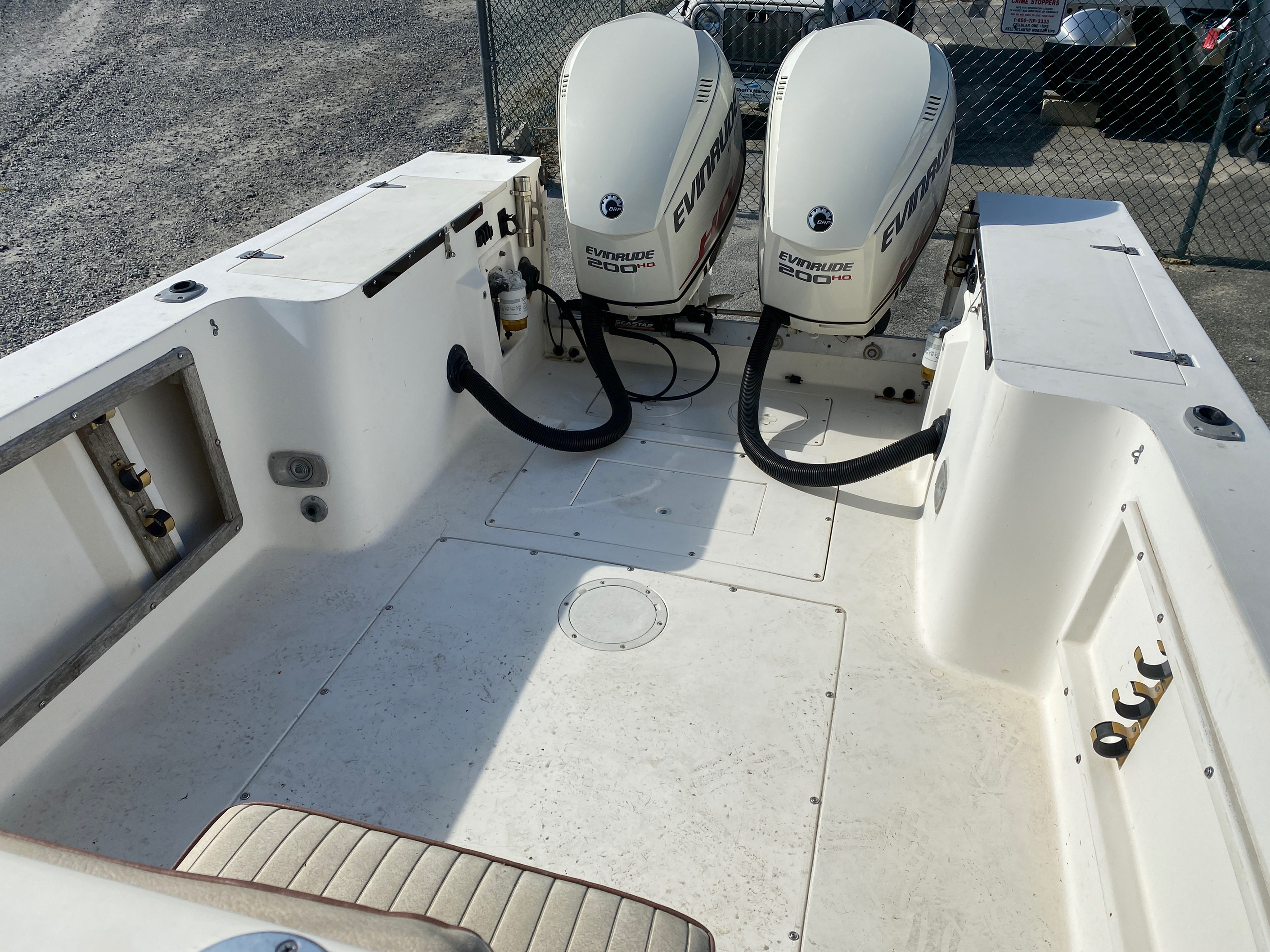 1998 Mako boat for sale, model of the boat is 260 Walkaround & Image # 5 of 15