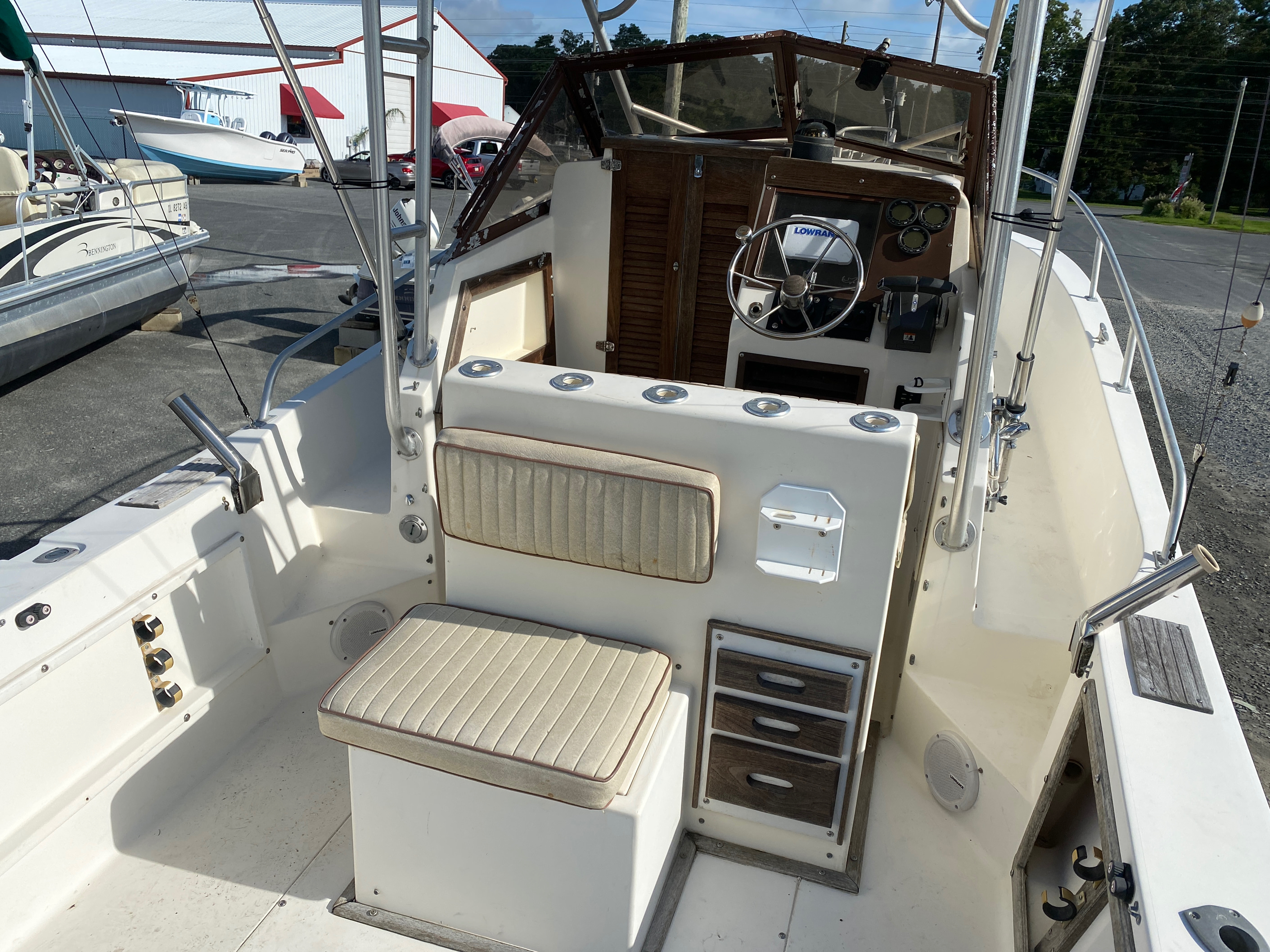 1998 Mako boat for sale, model of the boat is 260 Walkaround & Image # 8 of 15