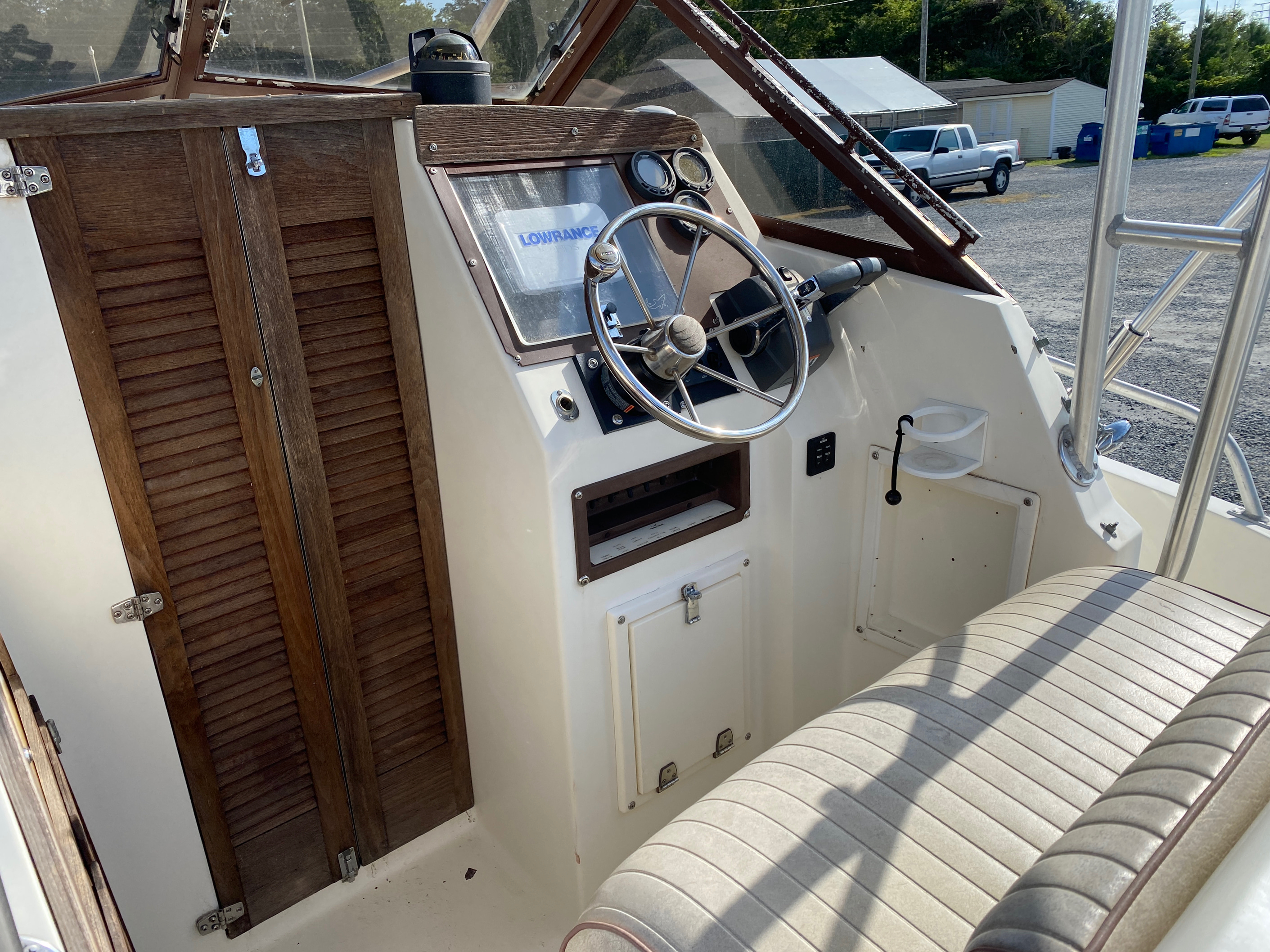 1998 Mako boat for sale, model of the boat is 260 Walkaround & Image # 14 of 15