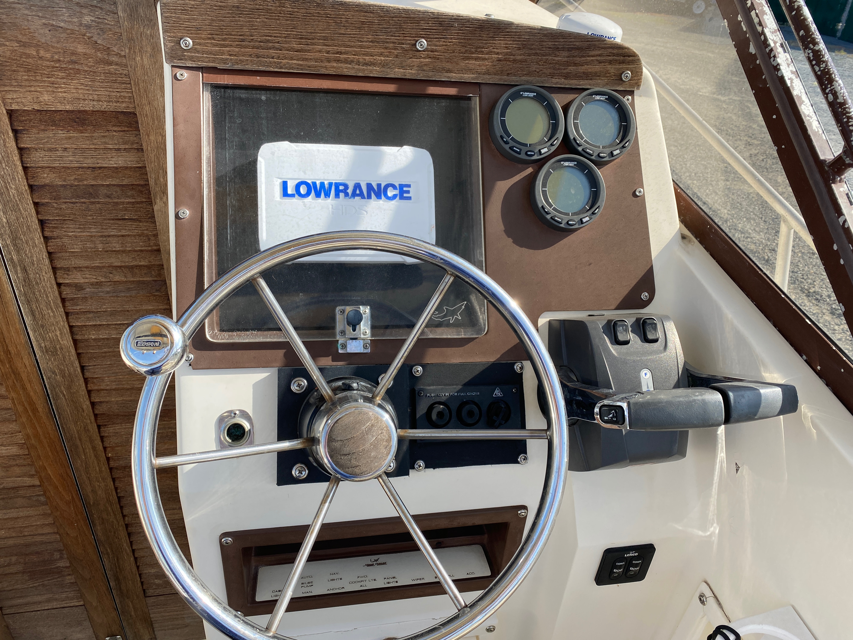1998 Mako boat for sale, model of the boat is 260 Walkaround & Image # 15 of 15