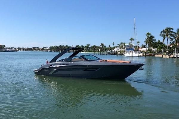 2017 Cruisers 338 South Beach thumbnail