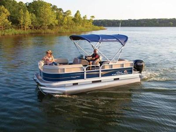 2020 Sun Tracker boat for sale, model of the boat is PARTY BARGE® 18 DLX & Image # 1 of 1
