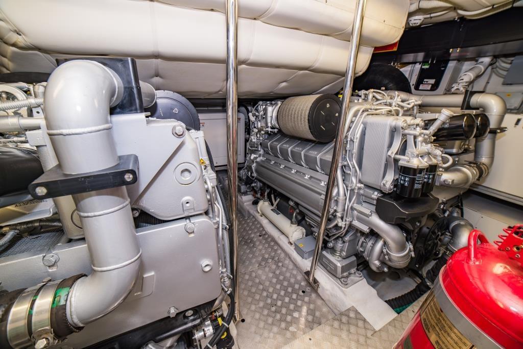 2016 Pershing 74 - Engine Room