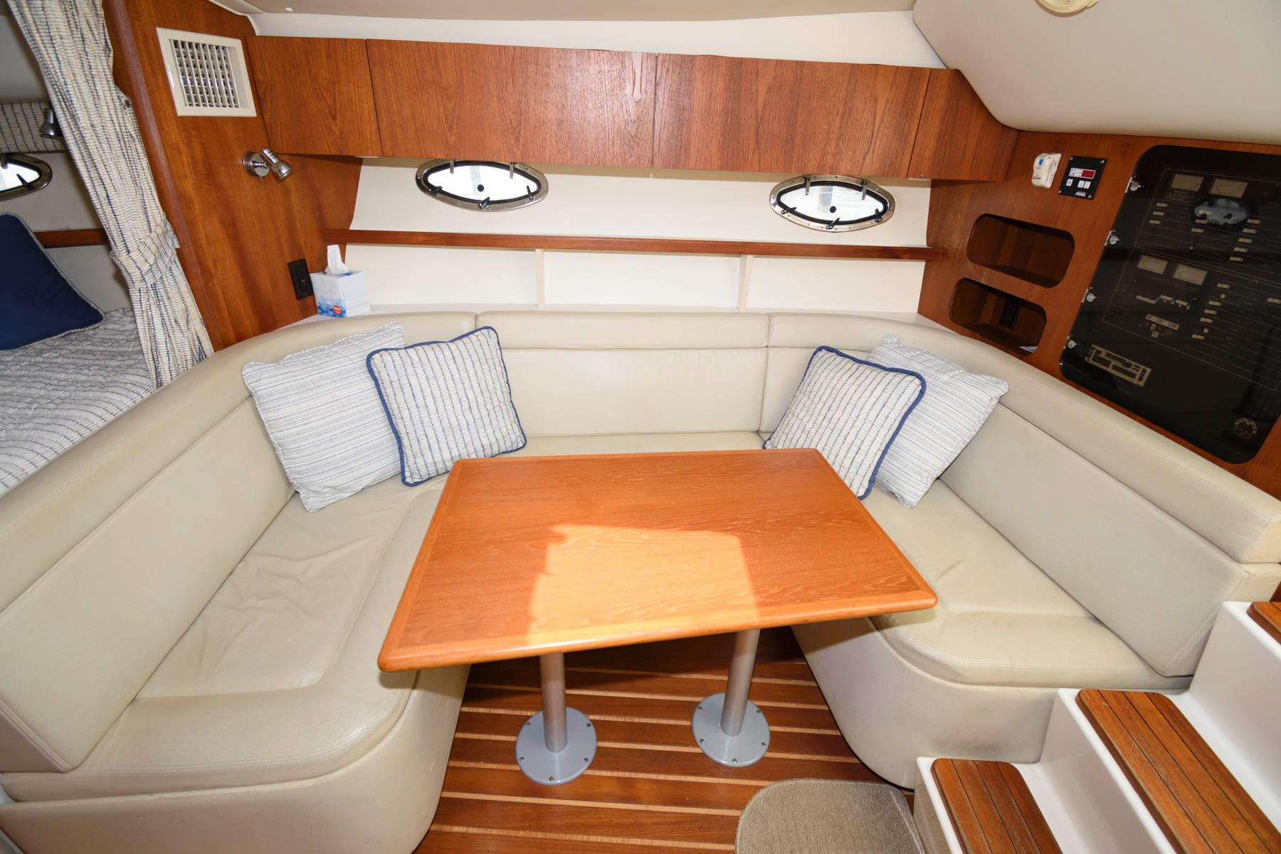 M 6283 JP Knot 10 Yacht Sales