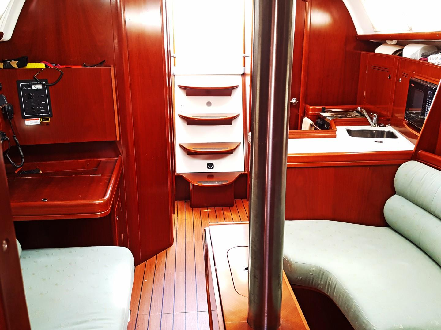 Salon From Fwd Cabin