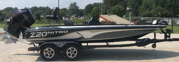 2022 Nitro boat for sale, model of the boat is Z20 Pro & Image # 4 of 12