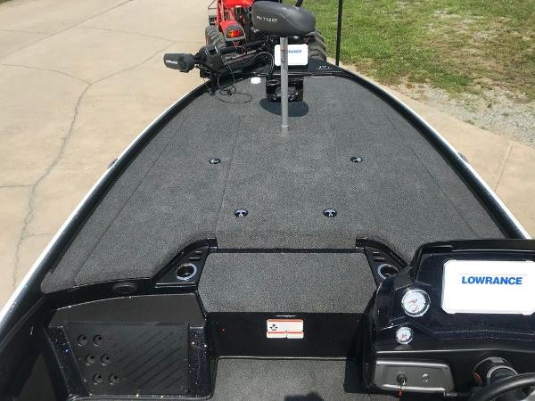 2022 Nitro boat for sale, model of the boat is Z20 Pro & Image # 5 of 12