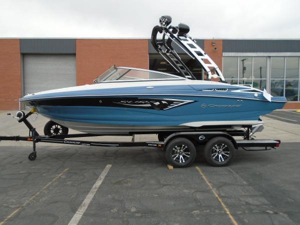 2021 CROWNLINE 220 Surf ss