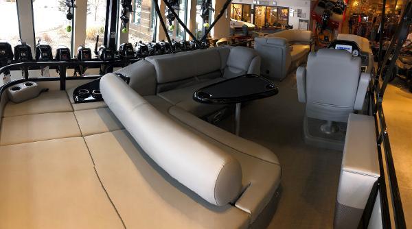 2021 Regency boat for sale, model of the boat is 250 DL3 & Image # 3 of 80