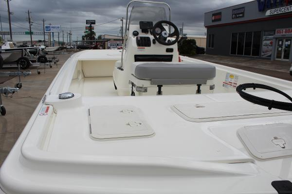 2020 Mako boat for sale, model of the boat is Pro Skiff 19 & Image # 8 of 15