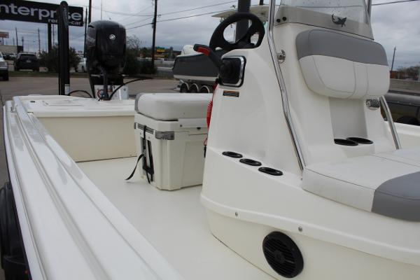 2020 Mako boat for sale, model of the boat is Pro Skiff 19 & Image # 10 of 15