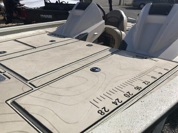 2019 Xpress boat for sale, model of the boat is X19 Pro & Image # 4 of 19