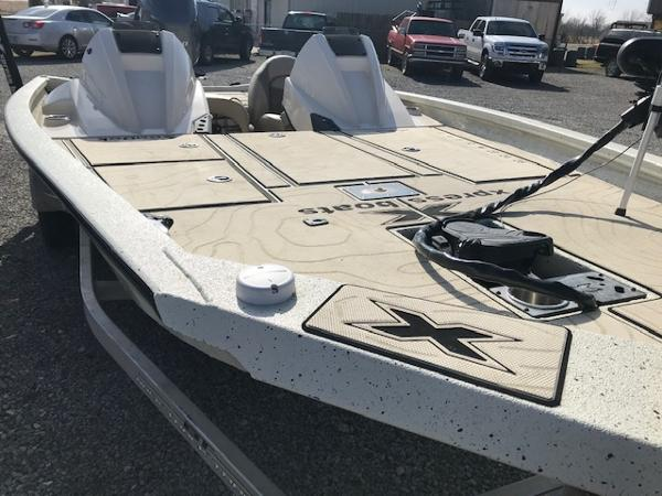 2019 Xpress boat for sale, model of the boat is X19 Pro & Image # 5 of 19