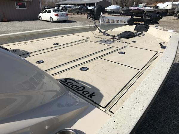2019 Xpress boat for sale, model of the boat is X19 Pro & Image # 7 of 19