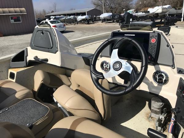 2019 Xpress boat for sale, model of the boat is X19 Pro & Image # 10 of 19