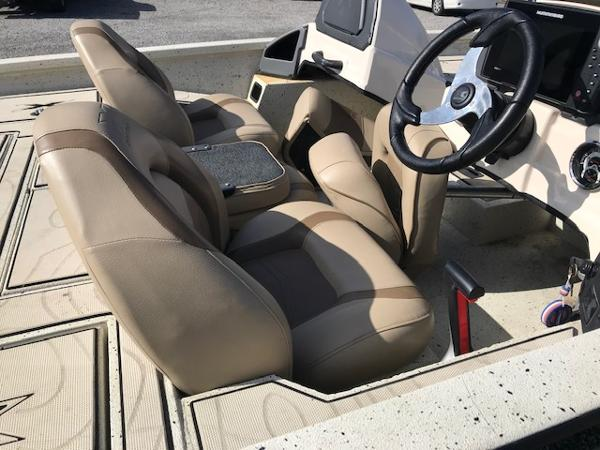 2019 Xpress boat for sale, model of the boat is X19 Pro & Image # 11 of 19