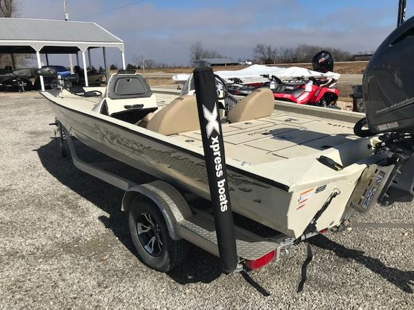 2019 Xpress boat for sale, model of the boat is X19 Pro & Image # 17 of 19