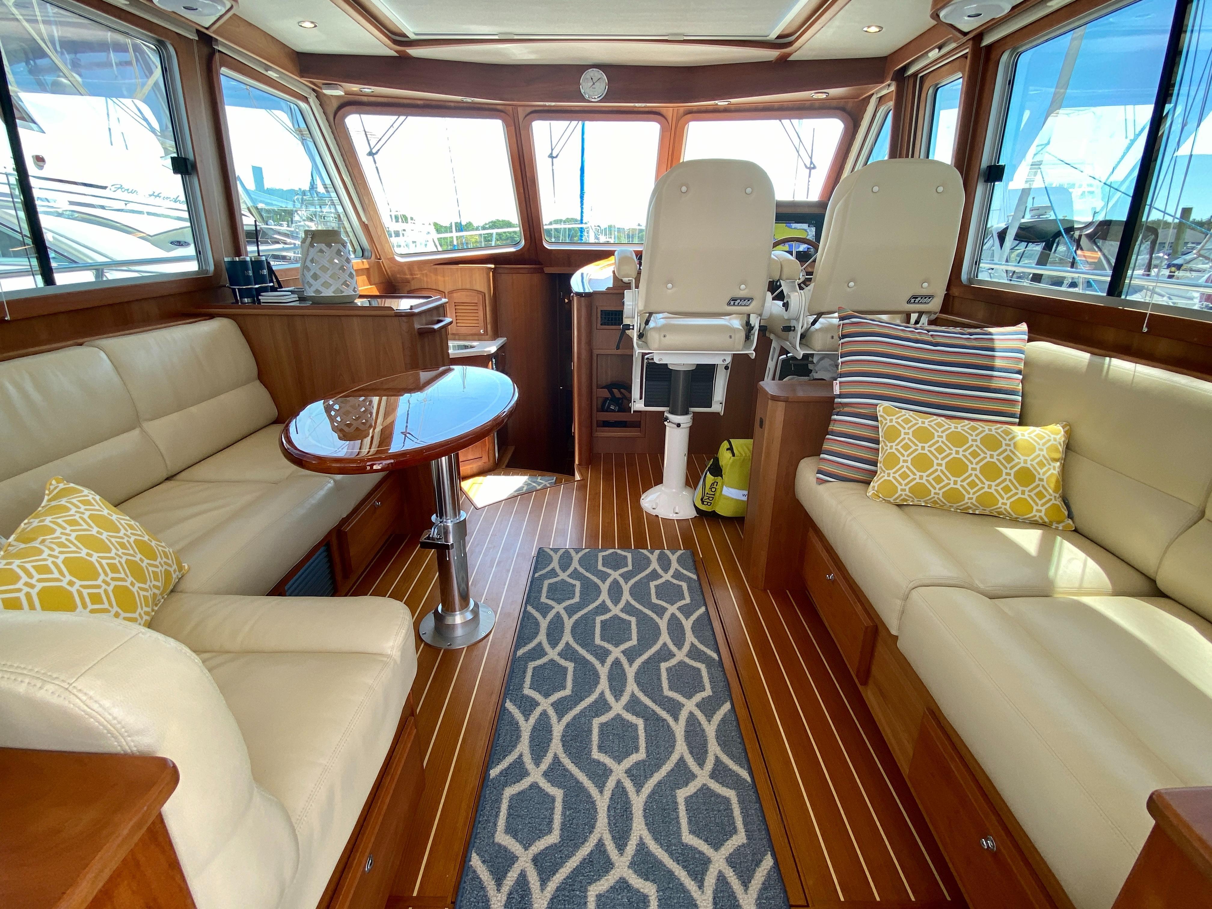 6 Sabre 6 Sabre 6 Salon Express 6 Glen Cove  Denison Yacht Sales