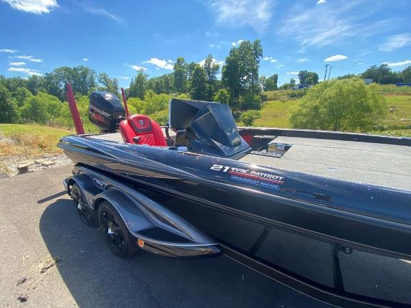 2017 Tracker Boats boat for sale, model of the boat is 21 TRX Anniversary & Image # 4 of 13