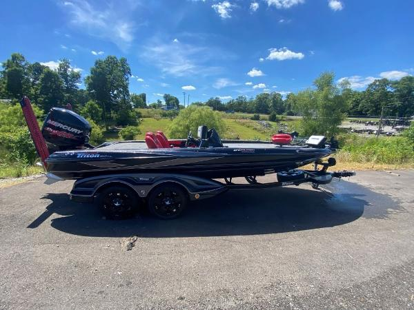 2017 Tracker Boats boat for sale, model of the boat is 21 TRX Anniversary & Image # 2 of 13